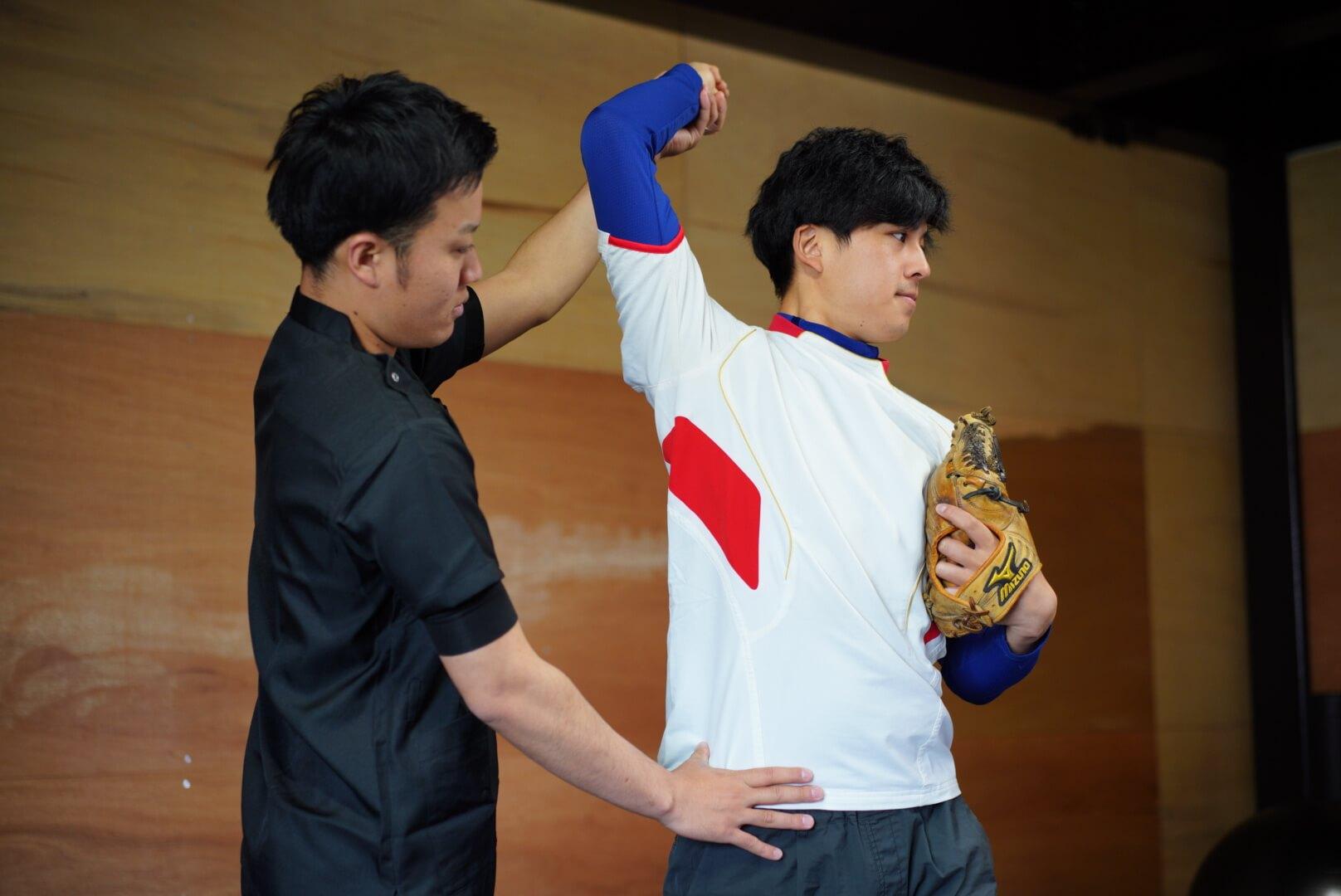 熊本 野球肩のフォーム指導の様子